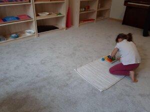 práce na koberečku